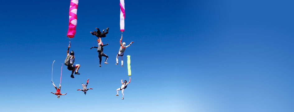 8 people doing a hybrid tube and streamer skydive